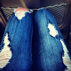 I love a cute pair of ripped jeans :) Holy Jeans, Skirt Pants, Jeans Dress, Ripped Jeans, Destroyed Jeans, Size Zero, Cute Jeans, Old T Shirts, Beautiful Gowns