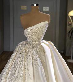 Wedding Dress Bustle, Fancy Wedding Dresses, Prom Girl Dresses, Gala Dresses, Bridal Dresses, Stunning Dresses, Elegant Dresses, Pretty Dresses, Ball Gown Wedding