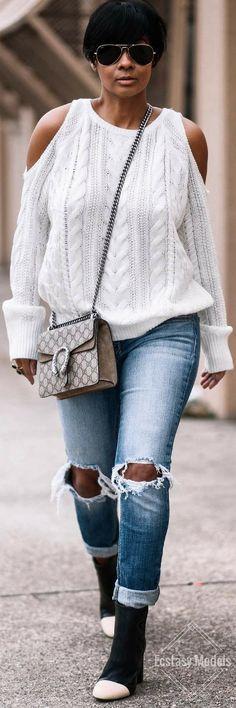 My favorite new denim from @windsorstore // Knit sweater @shopkyrzscloset // Fashion Look by Kyrzayda