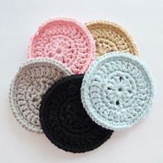Pattern of crochet coasters.