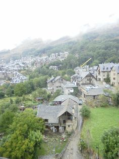 Vall de Boi, Spain in the Pyrenees Places Ive Been, Places To Go, Future Travel, Malaga, Paris Skyline, Bucket, San, Mansions, House Styles