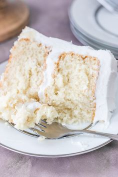 This super moist white cake recipe from scratch is the best white cake you've ever had. It's made with sour cream and has a deliciously soft texture. No more looking around for a white cake that's actually moist. It's the perfect recipe for a weddi Homemade White Cakes, Homemade Desserts, Easy Desserts, Moist White Cake, Vanilla Bean Cakes, Cake Recipes From Scratch, Moist Cakes, Savoury Cake, Let Them Eat Cake