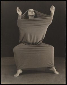 """Lamentation"" - modern dance pioneer, Martha Graham. Inspiration for ""grieving."" J miss that piece so much!"