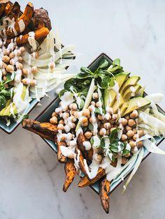 I ved, at jeg er vild med salater. Så meget, at jeg endda har skrevet en kogebog, hvor grøntsager i alle afskygninger er omdrejningspunktet. Her hjemme ryger der gerne salat på bordet både til morg…