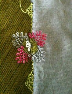 D Crochet Unique, Needle Lace, Lace Making, Bead Crochet, Needlework, Diy And Crafts, Brooch, Embroidery, Sewing