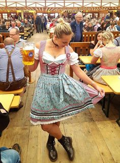 How to Dress for Oktoberfest: Complete & Honest Packing Guide for 2019 As an Oktoberfest tour guide, I constantly get asked how to dress for Oktoberfest. Here is my complete, honest, and up-to-date Oktoberfest packing guide! Costume Oktoberfest, Octoberfest Costume, Oktoberfest Hairstyle, Munich Oktoberfest, Womens Oktoberfest Outfit, Octoberfest Party, German Oktoberfest, Beer Festival Outfit, Germany Outfits