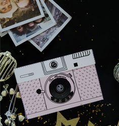 איך להכין מתנה בלתי נשכחת לחברה טובה, מתנה לגיל 40, פרינטבלס, אריזת מתנה בצורת מצלמה ותמונות פולארויד וברכות. המתנה הכי מרגשת לאדם אהוב.