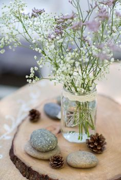 Natural table center piece good for my round table Table Setting Inspiration, London Wedding, Deco Table, Diy Party Decorations, Vintage Table, Wedding Table, Wedding Centerpieces, Tablescapes, Flower Arrangements