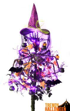 Hallowmas Tree ideas for those that celebrate #HalloweenLife365 get ideas via TrendyHalloween