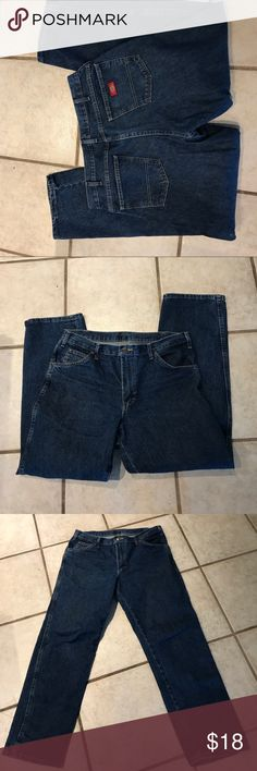 Men's Dickies 34x32 Like new, worn once or twice. Dickies Jeans Relaxed
