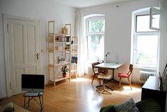 Unique Helles Wohnzimmer mit einer gem tlichen Sitzecke neben dem Fenster Wohnzimmer hell gem tlich