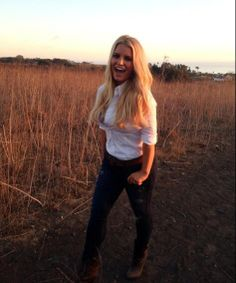 Jessica Simpson smiles, shows off slim post-baby body again in Weight Watchers shoot | Story | Wonderwall