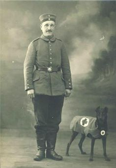 WWI medic with a German Pinscher Dogs With Jobs, Dog Soldiers, Search And Rescue Dogs, War Dogs, Dobermans, Dog Rules, Vintage Dog, Service Dogs, Working Dogs