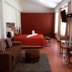 Las habitaciones del Fundo Hotel Ayarpongo son realmente amplias aquí la suite matrimonial.  Una buena opción de descanso en Churín.  www.placeok.com  #placeok #travelblog #travelbloggers #travelinspector #travel #awesome #happy #bestoftheday #igers #amazing #photooftheday #cute #followme  #repost #instagood #instamood #fun #follow #pretty #cool #iamtb #adventure #churin #lima #wellness #turismotermal #termal #peru