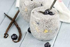 10 Fun Ways To Eat Chia Seeds! I love chia seeds used to create a pudding. It's like instant pudding, but healthy. Great new ideas here. High Protein Recipes, Vegan Recipes, Yummy Recipes, Chia Puding, Healthy Snacks, Healthy Eating, Eating Vegan, Healthy Breakfasts, Healthy Skin