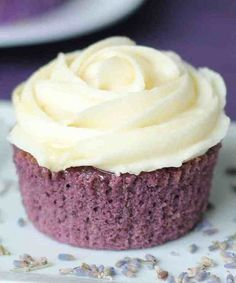 Lavender Cupcakes with Honey Frosting @moxiethrift on etsy Nuese-yaker