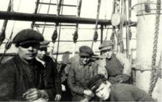 Purjelaiva Glenardin miehistöä 1900-luvun alusta. Kuva: Museovirasto/Suomen merimuseo.
