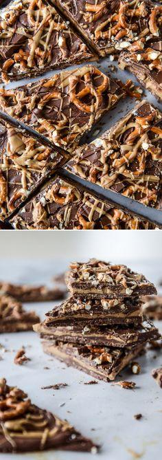 Peanut Butter Stuffed Chocolate Pretzel Bark by @howsweeteats I howsweeteats.com