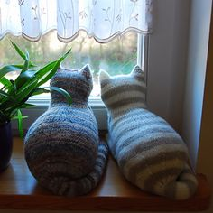 Ravelry: The Parlor Cat pattern by Sara Elizabeth Kellner