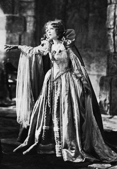 time slip Mary Pickford in Dorothy Vernon of Haddon Hall (1924)