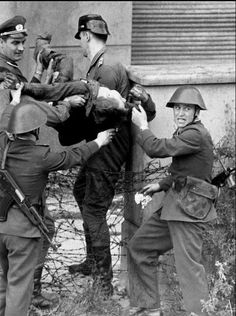 Abatido tras saltar el muro abandonando el berlin comunista