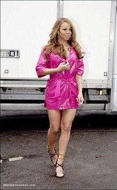 All girls should look like mariah Mariah Carey, Like Mariah, African Models, Apron Dress, Rain Wear, Celebs, Celebrities, Record Producer, American Singers
