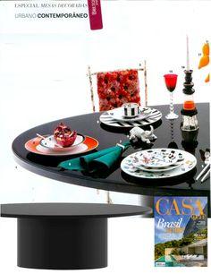 A mesa de jantar Illy com tampo de #cristal laqueado preto foi destaque nas páginas da Revista Casa Vogue (dez./2013). #CasaVogue #BretonActual