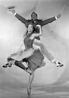 Gene Kelly Leslie Caron. #Ballet_beautie #sur_les_pointes *Ballet_beautie, sur les pointes !*