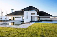 Windows and roof Minimal Architecture, Garden Architecture, Contemporary Architecture, Architecture Design, Building Design, Building A House, Dutch House, Thatched House, Villa