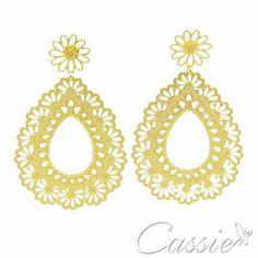 Novidade Cassie!!!  Brinco Goccia Fiore folheado a ouro com garantia. Leve e lindoo!!!  Apenas R$ 36,90   APROVEITE AS OFERTAS ATÉ 30% DE DESCONTO!!!  ╔══════════   ═════════╗  #Cassie #semijoias #acessórios #moda #fashion #estilo #inspiração #tendências #trends #brincos #aneldefalange #love #pulseirismo #zircônias #folheado #dourado #colar #pulseiras #berloques #coroa #charms #maxibrinco #anellove # #❤ #
