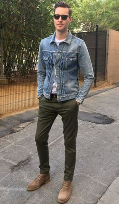 Fall combo inspiration with a denim jacket white blue striped shirt olive trousers tan suede boots sunglasses. Casual Jeans, Casual Outfits, Men Casual, Fashion Outfits, Smart Casual, Green Jeans Outfit, Green Pants, Mode Man, Men Boots