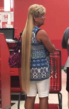 People Of Walmart - Page 17 of 2731 - Funny Pictures of People Shopping at Walmart Bad Hair Extensions, Hair Extensions Tutorial, Labor Day Meme, Happy Labor Day, Funny Walmart Pictures, Funny People Pictures, Phineas Und Ferb, People Of Walmart, Dressing Sense