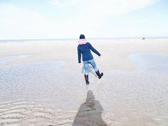 Ein wunderschönes Wochenende liegt hinter uns. Mehr Meer ist immer eine gute Idee für mich. . . A snaphot from today during our little timeout at the sea... . . #me #thisbootsaremadeforwalking #beach #beachlife #strand #lifeisbetteratthebeach #dayatthebeach #nordsee #northsea #seaside #sea #meer #urlaub #travel #travelgram #traveldiaries #traveling #slowdown #enjoylife #lifeisgood #thegoodlife #theartofslowliving #finditliveit #thehappynow #makethemostofnow #makingmemories #memorymaking…