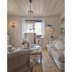 Shabby and Charming: A mix of French Style, Shabby and Gustavian to Jenny's house