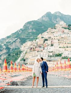 Positano Elopement // This themed elopement on the Amalfi Coast in Italy is oh so dreamy with the pastel colors and bright umbrellas on the beach. Amalfi Coast Wedding, Amalfi Coast Italy, Big Sur Wedding, Wedding Day, Green Wedding, Wedding Shoes, Wedding Tips, Romantic Honeymoon Destinations, Honeymoon Ideas