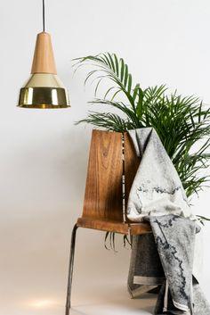 Lámpara de techo Eikon Ray de Schneid hecha con madera de fresno #iluminación #diseñonordico