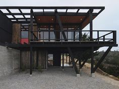 CASA VICTOR Steel Building Homes, Building Stone, Building A House, Steel Frame House, Steel House, Building A Container Home, Container House Design, Houses On Slopes, Steel Structure Buildings