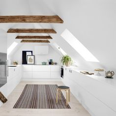 Et hvidt køkken med personlighed: Styling af Vision fra Tvis Køkkener