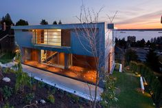 Modern Home Overlooking the Pacific Ocean: Palmerston Project in Canada