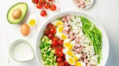 Der Schichtsalat gehört schon lange zu unseren Salatlieblingen. Diese Saison bekommt er wieder etwas mehr Aufmerksamkeit.