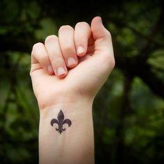 "Small ""fleur de lis"" - Tattoo…"