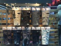 alle schön in Reih & Glied Hosen über Hosen
