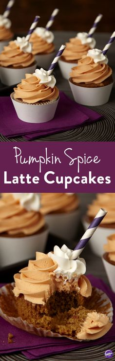 Pumpkin Spice Latte Cupcakes Recipe - Bake pumpkin spice latte cupcakes that are perfect to share at your fall celebrations. Combine together milk, espresso, pumpkin spice, and chopped pieces of Limited Edition Pumpkin Spice Candy Melts Candy to make deli Pumpkin Spice Cake, Baked Pumpkin, Pumpkin Dessert, Pumpkin Recipes, Fall Recipes, Pumpkin Cupcakes, Cupcakes Fall, Thanksgiving Cupcakes, Thanksgiving Prayer