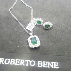 Küçükten büyüğe en özel tasarimlari sizler için üretiyoruz...Bizi her daim arayabilirsiniz  www.robertopirlanta.com  Pırlanta Denince akla gelen  #pirlanta #kolyemodelleri #robertobene #diamonds