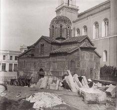 Το αρχαίο μυστικό που κρύβει το εκκλησάκι δίπλα στη Μητρόπολη Αθηνών. | FoulsCode