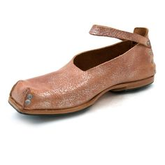 Behind -- women's shoes hand crafted from vegetable tanned leather by CYDWOQ (side+walk)