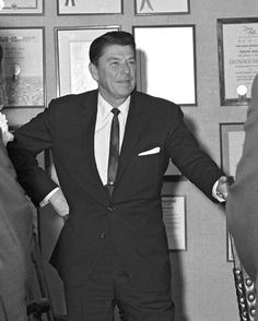 """"""" -Ronald Reagan to the surgeons who were preparing to operate on him after his assassination attempt in 40th President, President Ronald Reagan, Former President, Greatest Presidents, American Presidents, Us Presidents, Reagan Speech, Ronald Reagan Quotes, Nancy Reagan"""