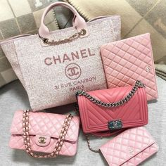 Where to find Gucci, Chanel, and Celine handbags for less than retail! Or use my breakdown of the designer purse dupes that are best to score the similar luxury look. Popular Handbags, Cute Handbags, Cheap Handbags, Purses And Handbags, Handbags Online, Popular Purses, Spring Handbags, Latest Handbags, Fabric Handbags