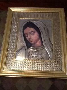 Virgen con contramarco de repujado