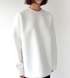 White sweatshirt kk-summer, 2019 стиль, мода ve силуэт Minimalist Fashion Women, Urban Fashion Women, Office Fashion Women, Womens Fashion, Colors Show, Look 2018, Fall Fashion Trends, Women's Fashion Dresses, Street Style Women